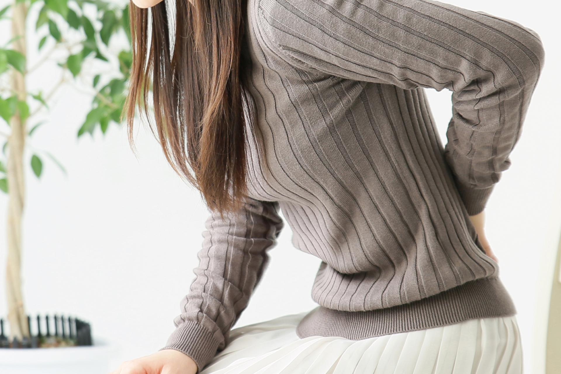腰痛 悩む 女性